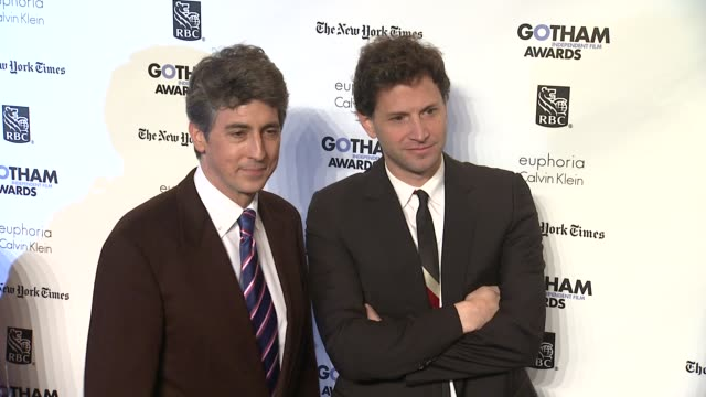 vídeos de stock, filmes e b-roll de alexander payne and guest at the ifp's 21st annual gotham independent film awards red carpet at new york ny - alexander payne