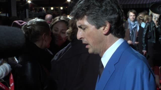 vídeos de stock, filmes e b-roll de alexander payne at the the descendants gala premiere 55th bfi london film festival at london england - alexander payne
