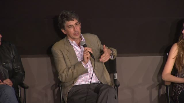 vídeos de stock, filmes e b-roll de alexander payne talks about actress patricia hastie to play the mother and how she prepared for her role at the 'the descendants' 49th annual new... - alexander payne