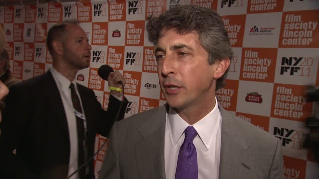 vídeos de stock, filmes e b-roll de alexander payne tells how clooney was his first choice for the film and talks about not regretting not casting him in sideways at the 'the... - alexander payne