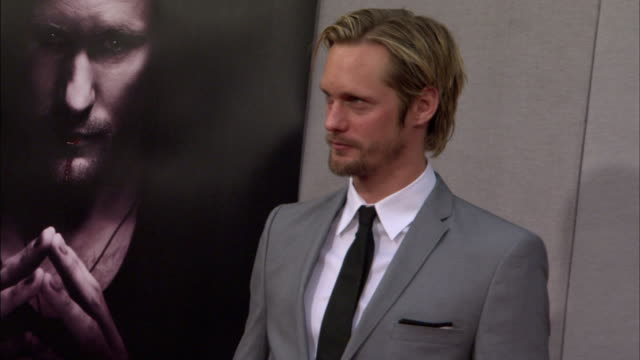 HD MS Alexander Skarsgard posing for paparazzi on the red carpet pan between his True Blood poster Skarsgard