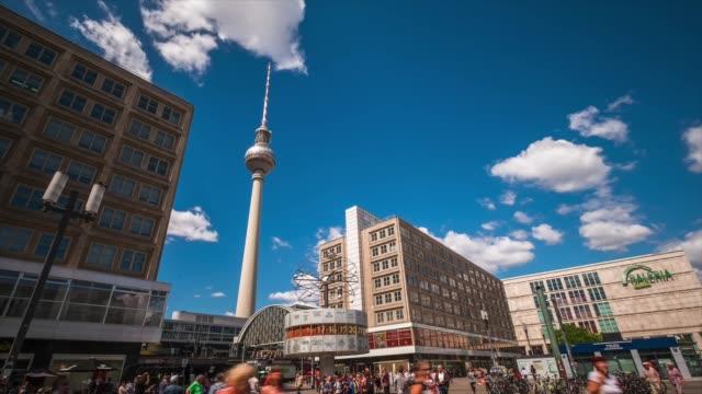 hd-zeitraffer: alexanderplatz - berlin, deutschland - antenne stock-videos und b-roll-filmmaterial