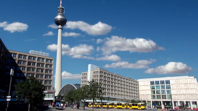 乗り換え-ベルリン,ドイツ - アレクサンダープラッツ点の映像素材/bロール