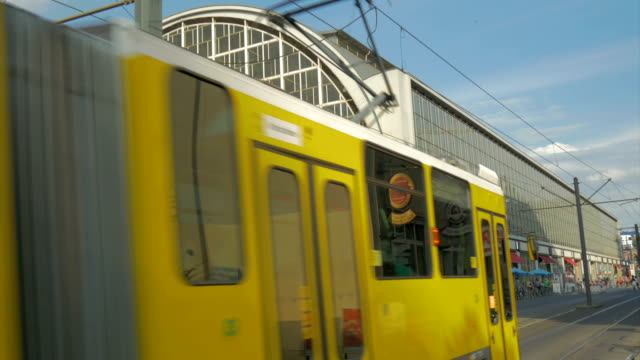 alexanderplatz, berlin, - 路面軌道点の映像素材/bロール