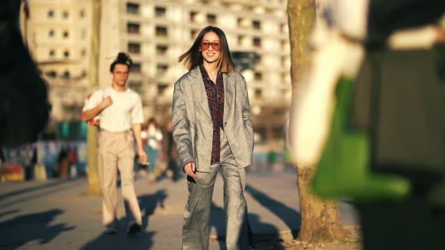 stockvideo's en b-roll-footage met alexandra guerain wears sunglasses, a gray oversized blazer jacket, flared pants , outside koche, during paris fashion week womenswear fall/winter... - blazer
