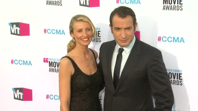 vídeos de stock, filmes e b-roll de alexandra lamy, jean dujardin at 17th annual critics' choice movie awards on 1/12/12 in hollywood, ca. - jean dujardin