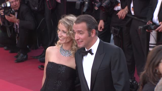 vídeos de stock, filmes e b-roll de alexandra lamy, jean dujardin at the the artist premiere - 64th cannes film festival at cannes . - jean dujardin