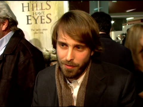 vidéos et rushes de alexandre aja on how thrilled he was when wes craven approached him to write and direct the movie, also talking about how he had to write the script... - culture française