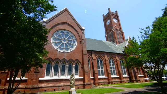 alexandria louisana church called cathedral of st francis catholic church built in 1834 - 教会点の映像素材/bロール