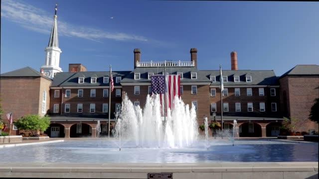 アレキサンドリア市庁舎、広場、旧市街の噴水 - バージニア州点の映像素材/bロール