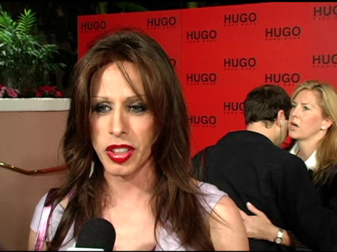 stockvideo's en b-roll-footage met alexis arquette on why she came to support hugo boss, why she likes fashion week, her first article of hugo clothing and on upcoming projects at the... - artikel