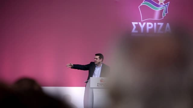 vidéos et rushes de alexis tsipras leader of the syriza party speaks to his supporters at a pre election speech in palais des sports stadium in thessaloniki greece on... - 2015