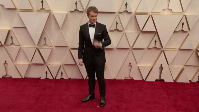alfie allen walking the red carpet at the 92nd annual academy awards at the dolby theater in los angeles, california. - music or celebrities or fashion or film industry or film premiere or youth culture or novelty item or vacations 個影片檔及 b 捲影像