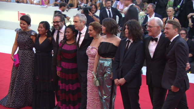 stockvideo's en b-roll-footage met alfonso cuarón and the cast of roma on 'roma' red carpet arrivals 75th venice film festival on august 30 2018 in venice italy - ensemble lid