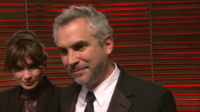 interview alfonso cuarón at the 2014 vanity fair oscar party hosted by graydon carter arrivals on march 02 2014 in west hollywood california - alfonso cuaron stock videos & royalty-free footage