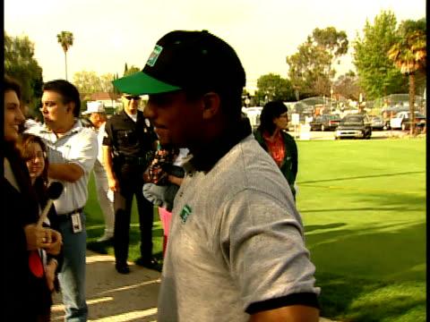 Alfonso Ribeiro talks to fans