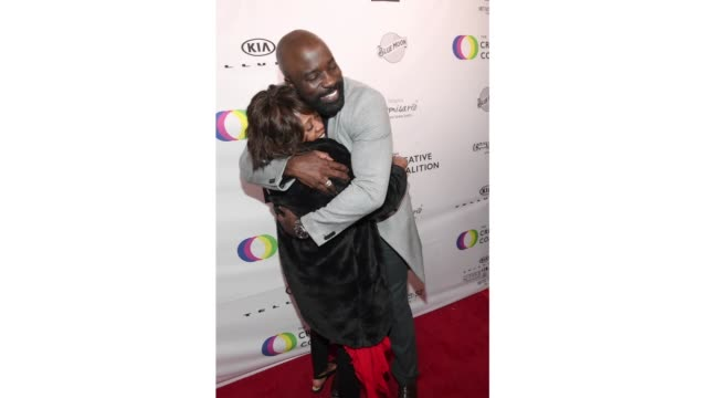 alfre woodard and mike colter attend the 2019 spotlight initiative awards gala benefit dinner on january 26, 2019 in park city, utah. - アルフレ・ウッダード点の映像素材/bロール