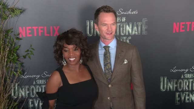 """alfre woodard and neil patrick harris at lemony snicket's """"a series of unfortunate events"""" world premiere presented by netflix at amc lincoln square... - アルフレ・ウッダード点の映像素材/bロール"""