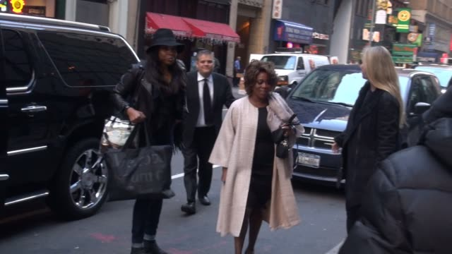 alfre woodard arrives at the today show, poses for photos with fans in celebrity sightings in new york, - アルフレ・ウッダード点の映像素材/bロール