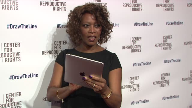 alfre woodard at center for reproductive rights 2013 gala jazz at lincoln center on 10/29/13 in new york city. - アルフレ・ウッダード点の映像素材/bロール