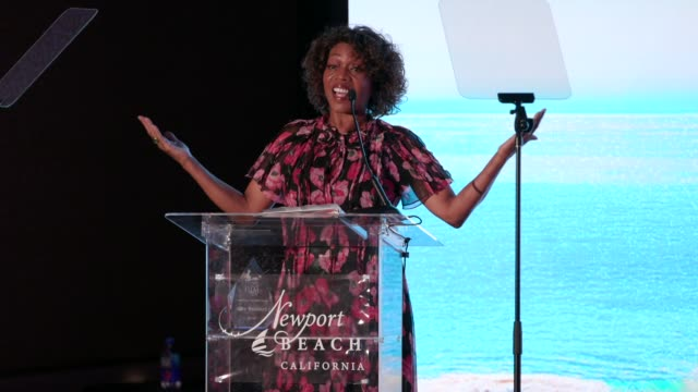 alfre woodard at newport beach film festival fall honors and variety's 10 actors to watch at the resort at pelican hill on november 03, 2019 in... - アルフレ・ウッダード点の映像素材/bロール