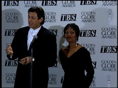 alfre woodard at the 1994 golden globe awards at the beverly hilton in beverly hills, california on january 22, 1994. - アルフレ・ウッダード点の映像素材/bロール