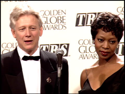 alfre woodard at the 1995 golden globe awards at the beverly hilton in beverly hills, california on january 21, 1995. - アルフレ・ウッダード点の映像素材/bロール
