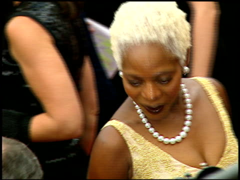 vídeos y material grabado en eventos de stock de alfre woodard at the 1997 emmy awards arrivals at the pasadena civic auditorium in pasadena, california on september 14, 1997. - auditorio cívico de pasadena