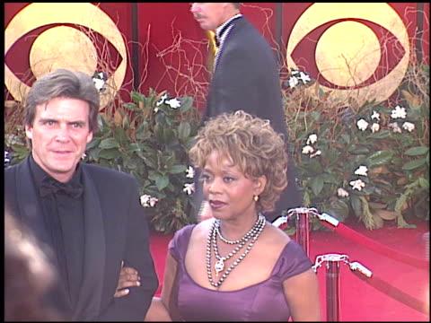 alfre woodard at the 2005 emmy awards entrances at the shrine auditorium in los angeles, california on september 18, 2005. - アルフレ・ウッダード点の映像素材/bロール