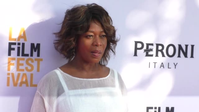 alfre woodard at the 2016 los angeles film festival - so b. it premiere at arclight theatre in century city in celebrity sightings in los angeles, - アルフレ・ウッダード点の映像素材/bロール