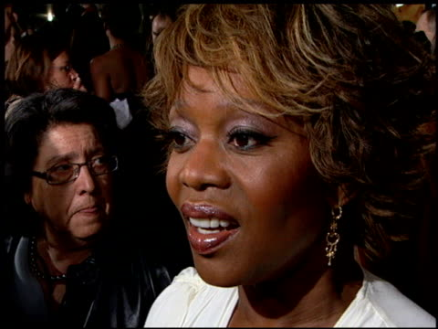 alfre woodard at the 'something new' premiere at the cinerama dome at arclight cinemas in hollywood, california on january 24, 2006. - アルフレ・ウッダード点の映像素材/bロール