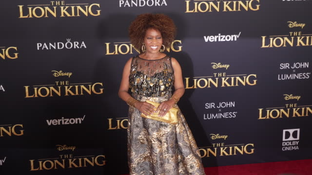 """alfre woodard at the world premiere of disney's """"the lion king"""" at dolby theatre on july 09, 2019 in hollywood, california. - アルフレ・ウッダード点の映像素材/bロール"""