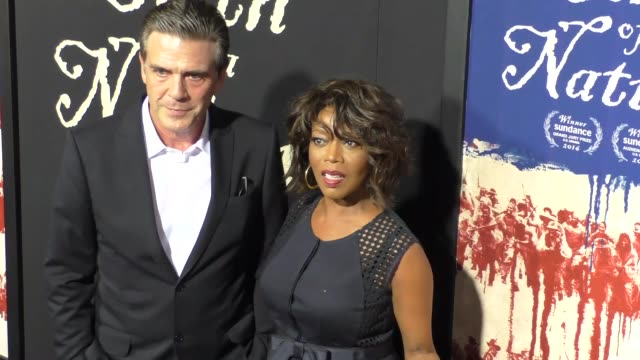 vídeos y material grabado en eventos de stock de alfre woodard roderick spencer at the birth of a nation premiere presented by fox searchlight at arclight cinemas cinerama dome on september 21 2016... - cinerama dome hollywood