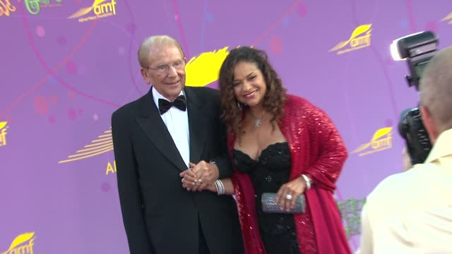 Alfred Mann Debbie Allen at the The Alfred Mann Foundation's Annual BlackTie Gala at Santa Monica CA