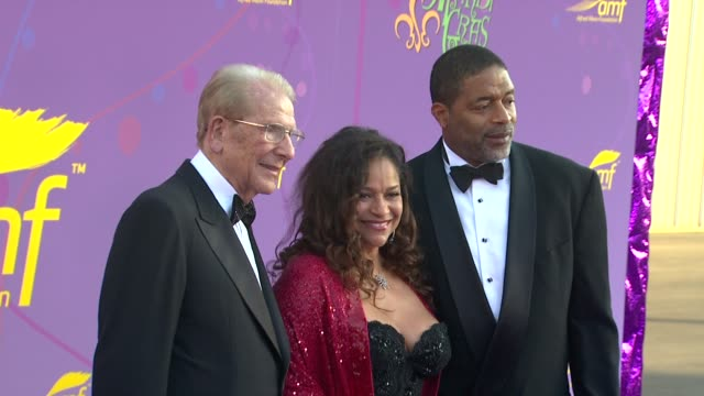 Alfred Mann Debbie Allen Norm Nixon at the The Alfred Mann Foundation's Annual BlackTie Gala at Santa Monica CA