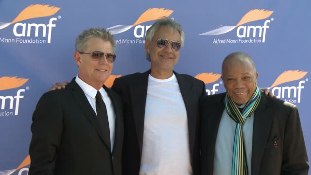 vidéos et rushes de chyron alfred mann foundation's an evening under the stars with andrea bocelli in los angeles ca - andrea bocelli