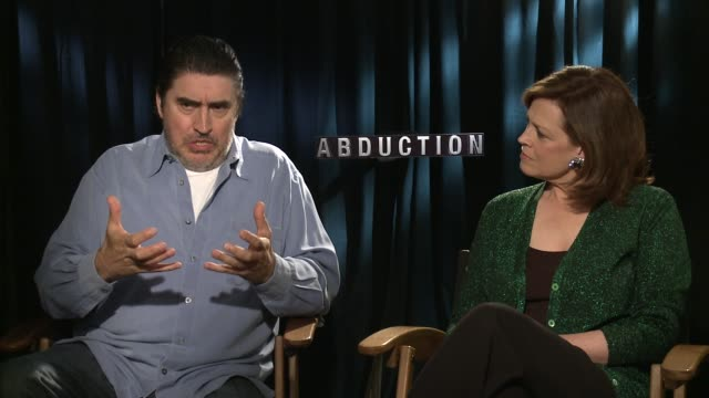 alfred molina and sigourney weaver on the experience of working with some of young hollywood's biggest stars - alfred molina stock videos & royalty-free footage