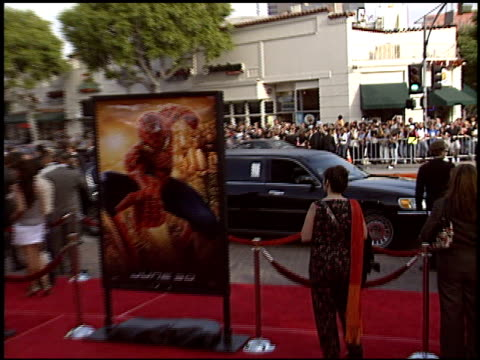 alfred molina at the 'spiderman 2' premiere on june 22 2004 - alfred molina stock videos & royalty-free footage