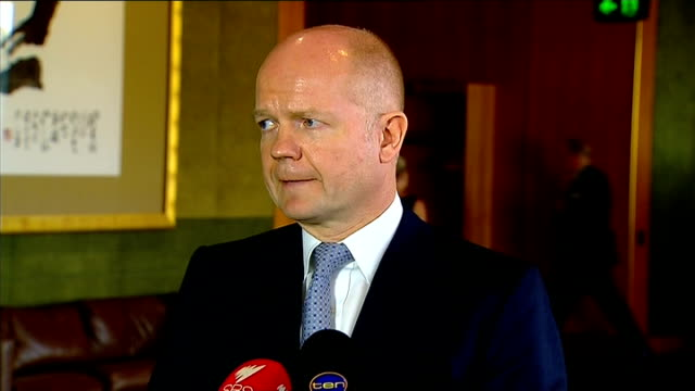 wililam hague statement australia sydney int william hague mp through foyer towards wililam hague press conference statement sot goodmorning everyone... - アルジェリア人質事件点の映像素材/bロール