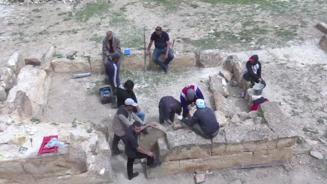 vídeos de stock e filmes b-roll de algerian archaeology students restore an ancient algerian pyramid tomb known as a jeddar near the city of tiaret some 250 kilometres southwest of the... - pyramid