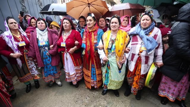 algerian berbers celebrate new year 2970 in sahel village, south of tizi-ouzou, east of algiers, 12 january 2020. berbers, an ethnic group from the... - マイノリティ点の映像素材/bロール