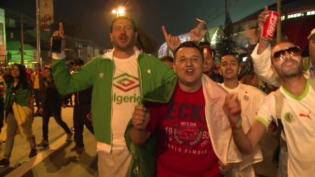 algerian fans are delighted after their sides 42 victory over south korea - brasile meridionale video stock e b–roll