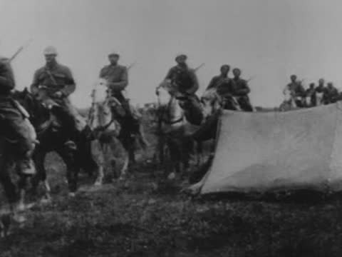 algerian infantry and cavalry moving to the first lines of the battle of verdun - ww1 battle stock videos & royalty-free footage