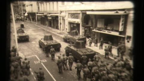 vidéos et rushes de algerian war -algerian people riot in the streets, french soldiers - conflit