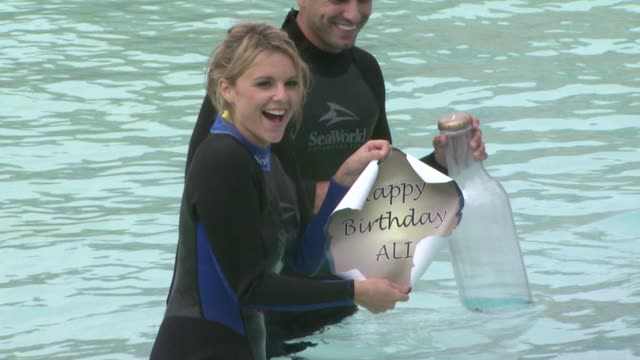 Ali Fedotowsky at the Ali Fedotowsky celebrates her 26th Birthday at SeaWorld at San Diego CA