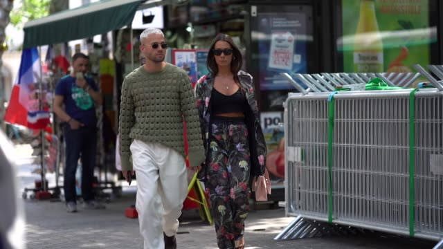 stockvideo's en b-roll-footage met alice barbier and jean sebastien roques outside louis vuitton during paris fashion week menswear springsummer 2019 on june 21 2018 in paris france - louis vuitton modelabel