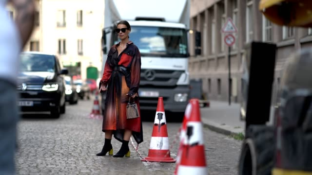 vidéos et rushes de alice barbier from the blog 'j'aime tout chez toi' wears sunglasses a red and purple dress a studded bag black and yelow shoes jean sebastien rocques... - veste et blouson