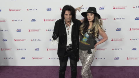 stockvideo's en b-roll-footage met alice cooper and calico cooper at the 2020 musicares person of the year honoring aerosmith at los angeles convention center on january 24, 2020 in... - alice cooper