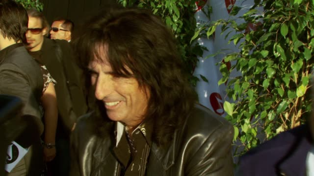 stockvideo's en b-roll-footage met alice cooper at the 3rd annual musicares map fund benefit concert at music box theater in hollywood, california on may 11, 2007. - alice cooper