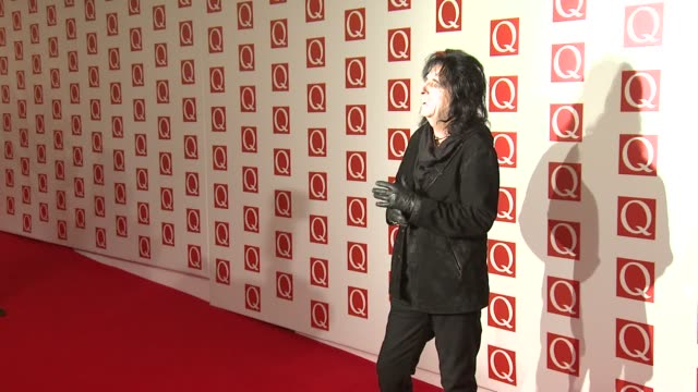 stockvideo's en b-roll-footage met alice cooper at the q awards 2012 at the grosvenor house hotel on october 22, 2012 in london, england - alice cooper